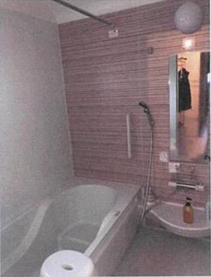 アクセントクロスがおしゃれな浴室です♪