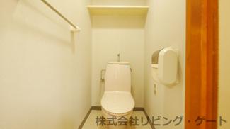 奥行きと幅のあるトイレ