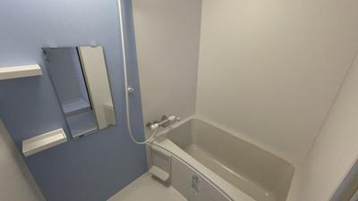 爽やかなスカイブルーの浴室♪