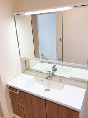 通常よりグレードの高い洗面台が設置されています♪まるでホテルのような使用感ですね♪