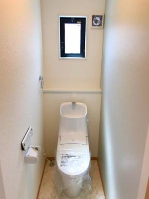 1階のトイレです♪清潔感のある空間です♪