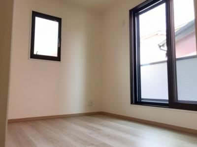 2階の約5.1帖の洋室です♪