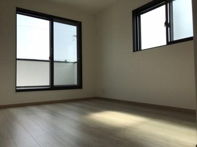 2階の約6.2帖の洋室です♪