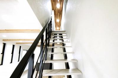 リビング階段はスケルトンで開放的な空間になっています(*´▽`*)