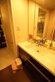 パウダールームです。1418タイプの浴室でゆっくり一日の疲れを癒し下さい。