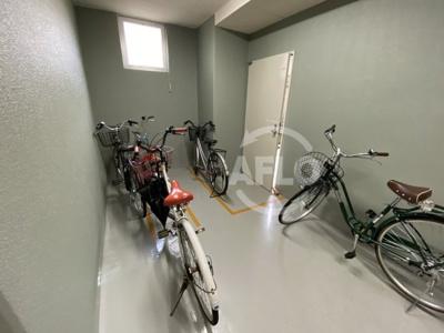 大阪謄写館ビル 駐輪場