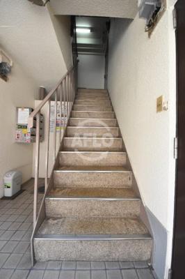 シャトー扇町 共用階段