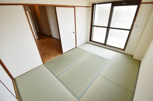 畳のお部屋は落ち着きますね。
