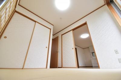 シーンに合わせてご利用いただける和室は約5帖。可動式間仕切りで独立したお部屋としてもご利用頂けます。