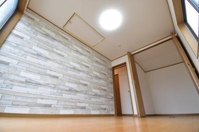 約6帖の洋室。大型WIC完備でお部屋のスペースも最大限有効的にお使いいただけます。