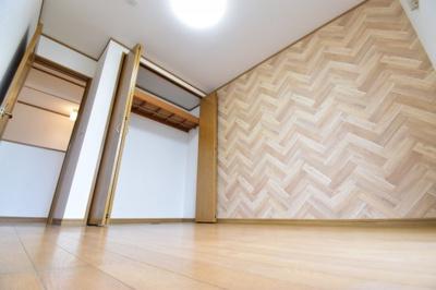 約5.5帖の洋室。アクセントクロスがおしゃれなお部屋をあなたならどんなお部屋にしますか?