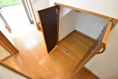 廊下部分にも収納完備しております。無駄なスペースを作らず住む方の心地よさを優先した造り。