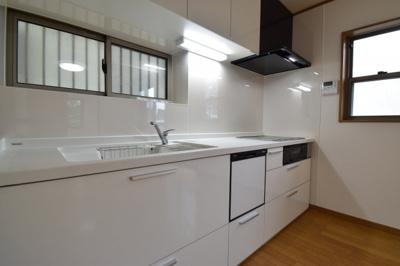 重要な水回りでもあるからこそ機能性・デザイン性に力を入れております。食洗機を搭載したシステムキッチン