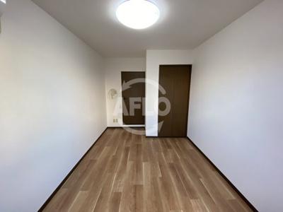 エストゥーディオ・コーモド 洋室