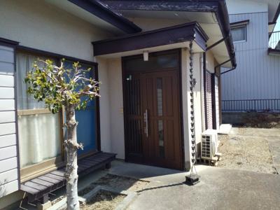 【玄関】上里町三町の中古戸建住宅(リフォーム向け)