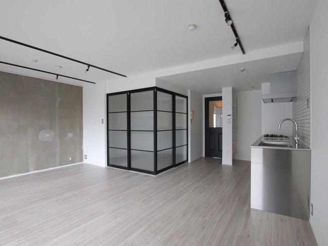 【リノベーション事例】和室の壁をなくして、ガラス引戸に変更も可能です。