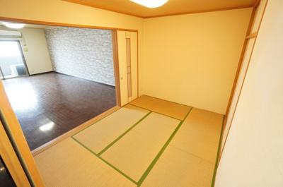 日本で生まれた世界に誇る文化の一つ、 和み室がある幸せを満喫して頂けます。 お子様の遊び室から客間としてまで、 多様なシーンに対応できます。