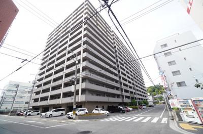 耐震性の高さを判断するポイントは、 建築確認申請日が1981年6月1日以降の 新耐震基準に適合しているかどうか。 震度6程度の大地震でも 建物が崩壊しないレベルが基準になりました。