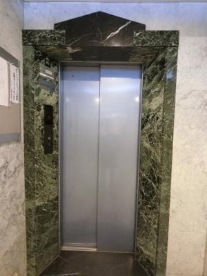 お買い物時やベビーカーの出し入れに便利なエレベーター付。 混雑時にも便利なエレベーター2基付です。