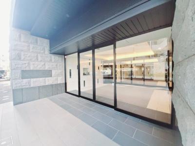 平成30年築の美麗なマンション。オートロックでセキュリティ面も安心です。