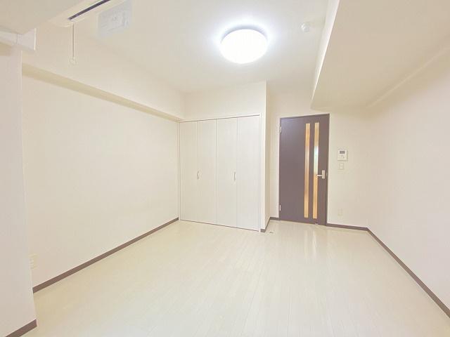 クローゼットのある東向き洋室7.3帖のお部屋です!お洋服の多い方もお部屋が片付いて快適に過ごせますね♪