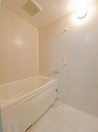 バスルームはいつでもぽかぽかお風呂に入れる追焚機能付き☆お風呂に浸かって一日の疲れもすっきりリフレッシュ♪