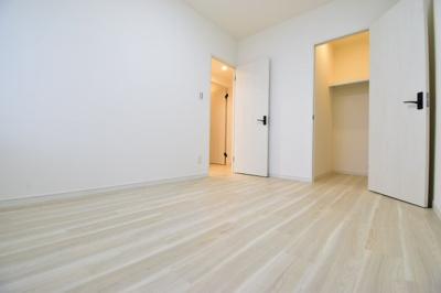 約5.8帖の洋室。WIC付きでお部屋もスッキリまとまりそうですね。