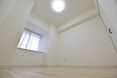 約4.7帖の洋。全居室収納完備でお部屋のスペースを有効活用できます。