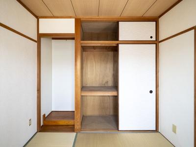 6帖和室の押入と天袋、使い道色々な半間床あります