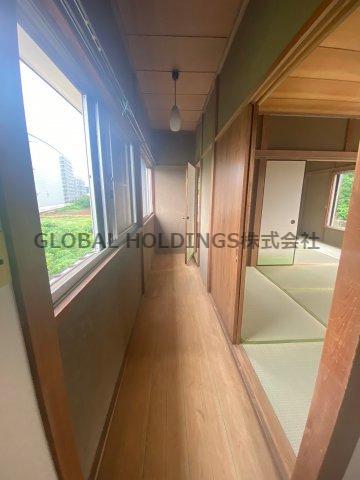 窓の有る明るい玄関~収納付き