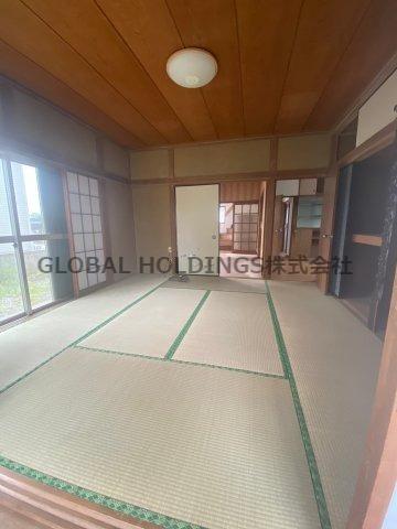 開放的で明るい空間を演出してくれる1階のウッドデッキ