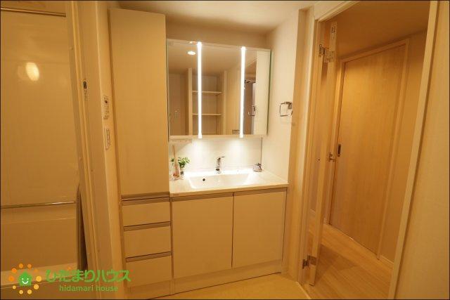 収納が多い洗面台は小物やタオル、洗剤等のストック収納に大活躍!!