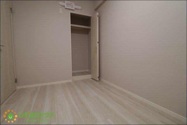 各部屋収納がございますので大きな収納家具を買い足さずに済みそうです。。