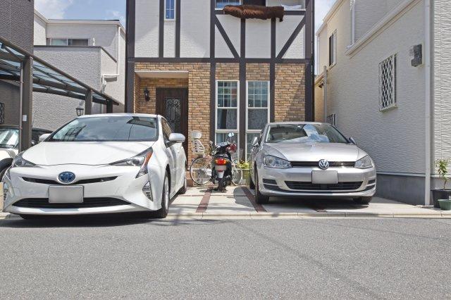 2台分と駐輪スペースを設けられる駐車スペースです。