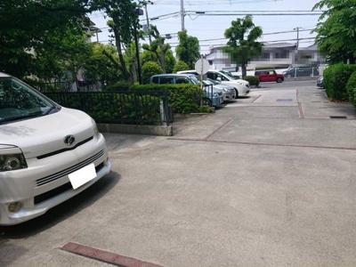 駐車場の空き状況は別途お尋ねください。