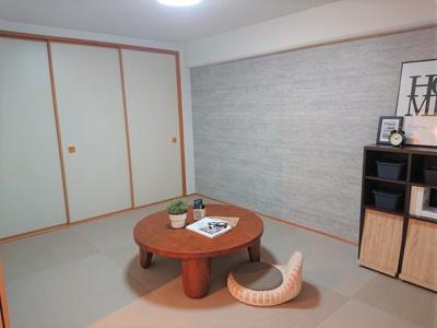 LD横に小上がりの和室を配置。客間としても使える和室は和モダンな雰囲気。