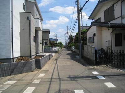 前面道路含む現地写真です 西道路