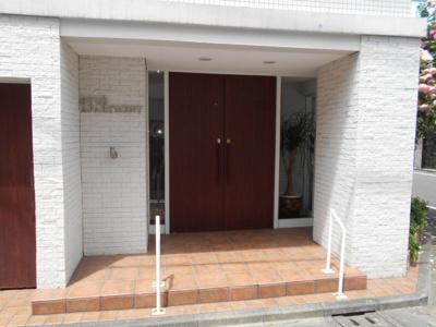 【エントランス】リュウズ・アパートメント