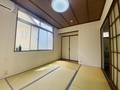 押入れのある南西向き和室6帖のお部屋です♪押入れは寝具なども収納できるのでお部屋がすっきり片付きます♪