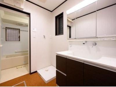 1階洗面化粧台です。