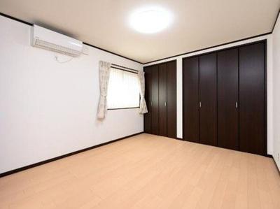 1階約7.4帖洋室です。