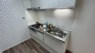 床の色とタイル柄キッチンが可愛いですね♪