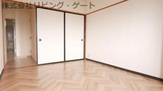洋室6帖のお部屋にも収納があります。