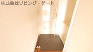 玄関は賃貸だけどそんなに狭くないので来客が来ても大丈夫。