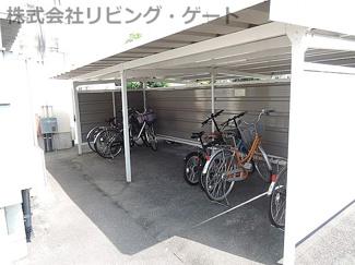 駐輪場。裏にも置けます。