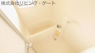 お風呂には窓があり換気がしっかりでき、カビ対策にもなりますね。