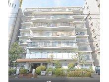 竣工は1981年2月の地上9階建てで、総戸数が50戸。白を基調とした外観です♪