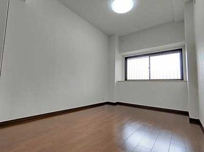 収納スペースも十分な洋室です