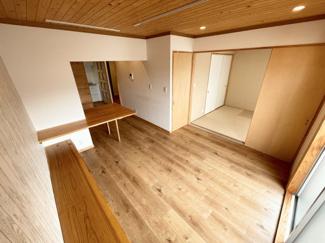 キッチンの写真です。三口コンロです。収納もしっかり出来そうです♪