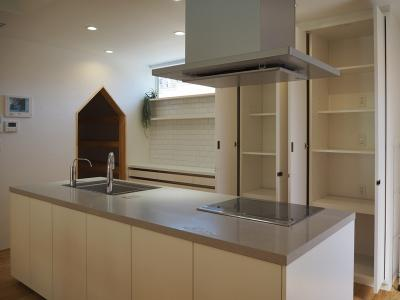 弊社モデルハウス:キッチン 物件から徒歩約1分の所にモデルハウスがあります。 すぐに見学可能ですのですのでお気軽にお越しください('ω')